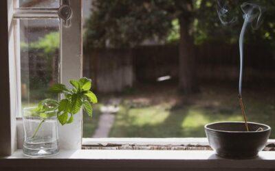 Quemar incienso para purificar el ambiente